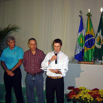 Presidente faz leitura da placa de homenagem, ExpoLucas, ExpoLucas