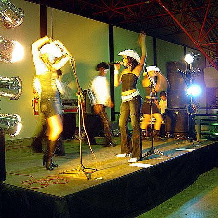Show com a Banda Cowgirls, AveSui Centro Oeste, AveSui Centro Oeste