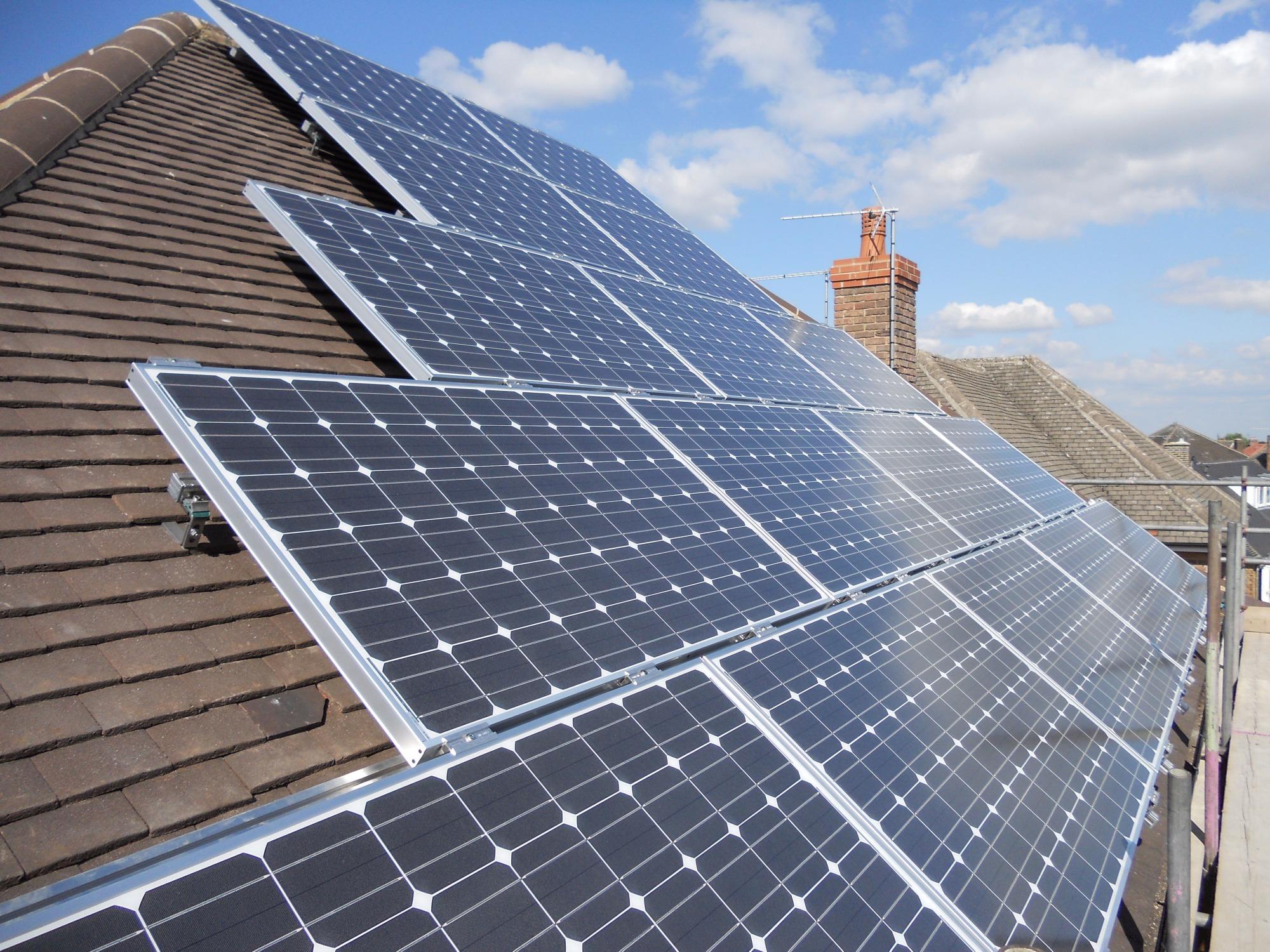 Microgeração de energia solar distribuída supera 20 mil conexões