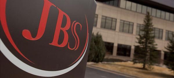 JBS compra caminhões em medida contra tabela de frete