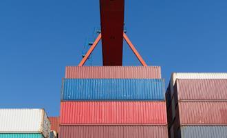Queda da importação sustenta alta do saldo comercial em 2020