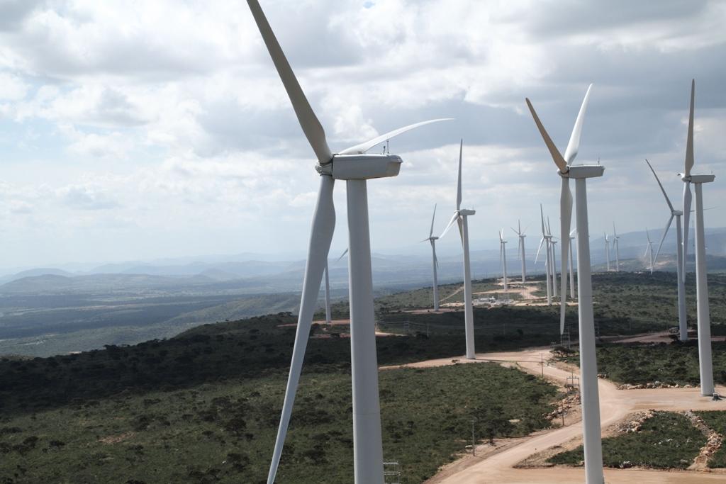Empresas fecham parceria para fornecer energia renovável para shopping centers no Brasil