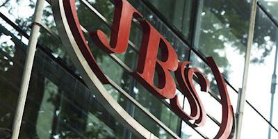 JBS e Pilgrim's oferecem US$ 100 a funcionário que tomar vacina
