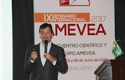 Especialista ministra palestra em encontro da Amevea no Peru