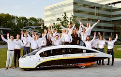 Estudantes projetam carro movido a energia solar