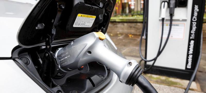 Carro elétrico terá preço igualado ao modelo a combustão em 2025, diz Nissan