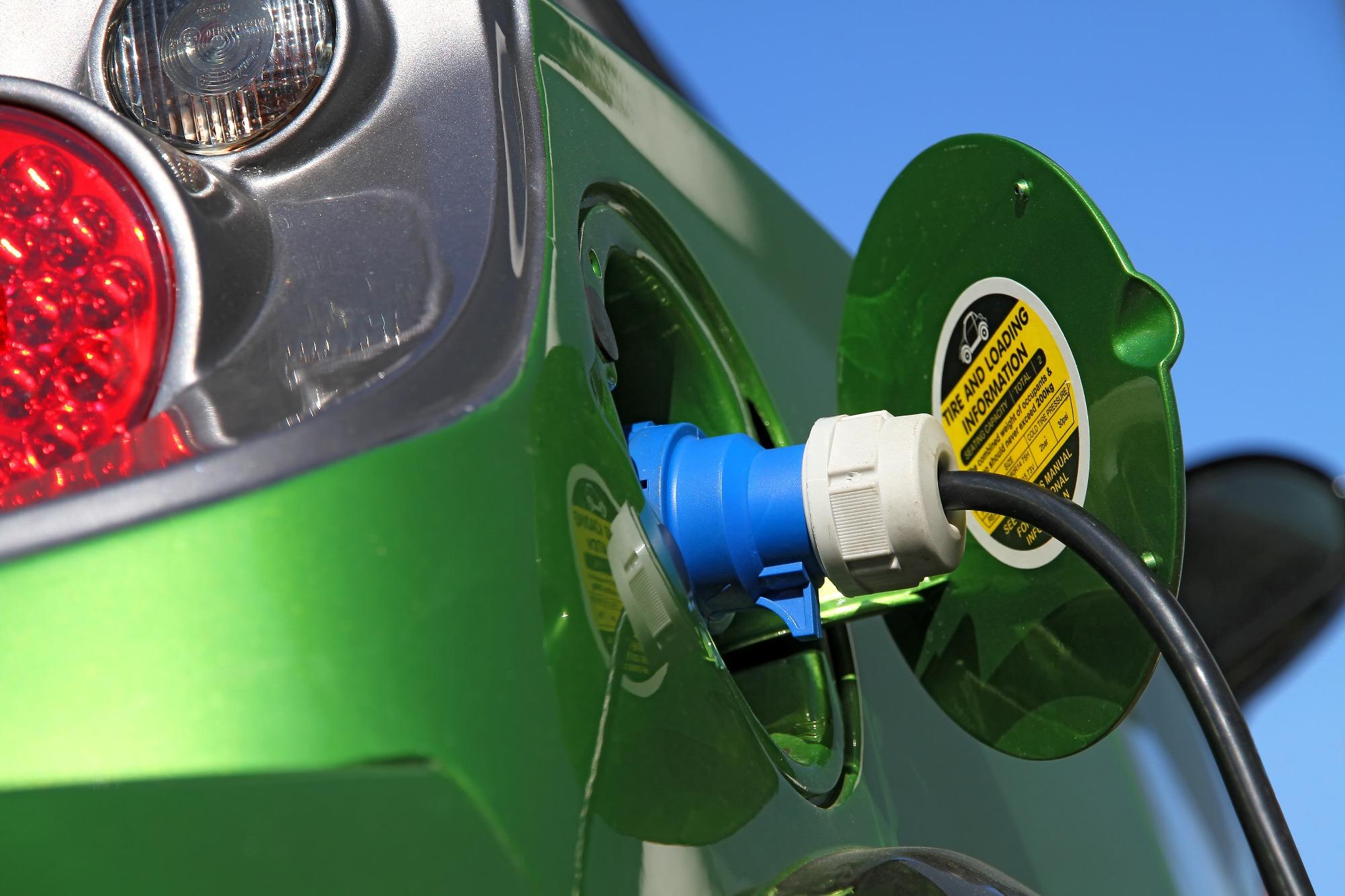 Primeira demonstração de veículos elétricos é realizada na Dinamarca