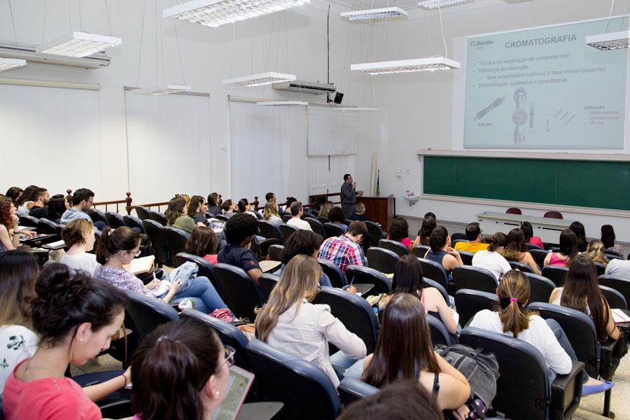 Seminário de Microbiologia promove técnicas não convencionais na análise de micro-organismos