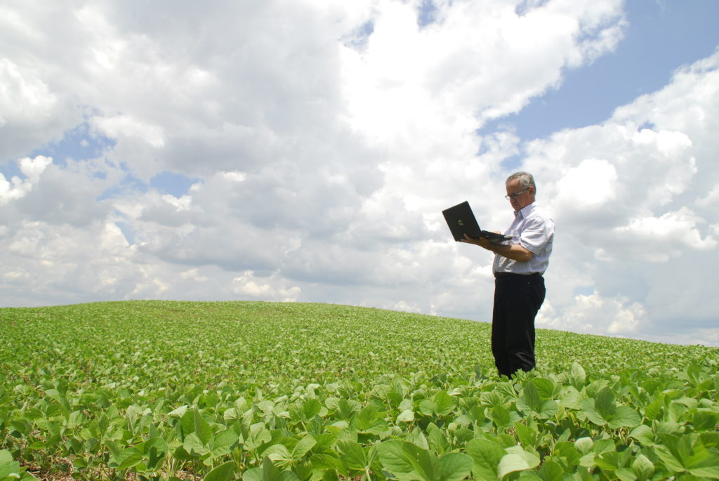 A aplicação de soluções digitais para incentivar o uso de produtos biológicos e fertilizantes especiais a fim de aumentar a produtividade no Brasil.