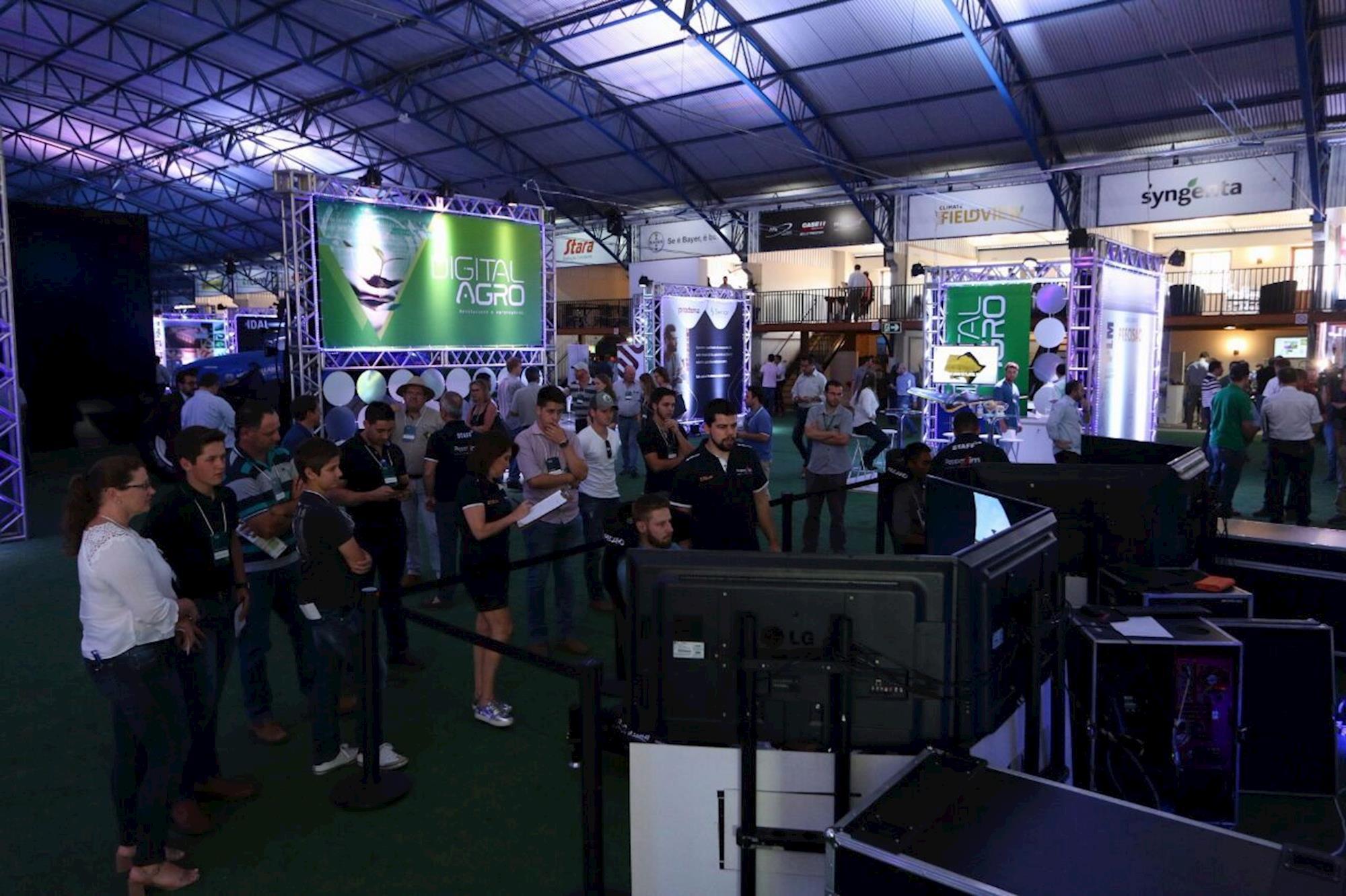 Visitantes tiveram à disposição um simulador de corrida, , Rodrigo Covolan