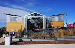Casa autossuficiente modular produz energia solar, alimentos e até água limpa