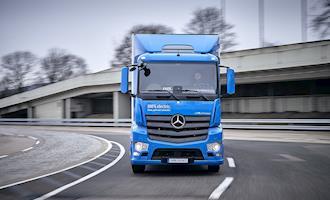 Caminhão elétrico da Mercedes-Benz começa a ser testado por clientes