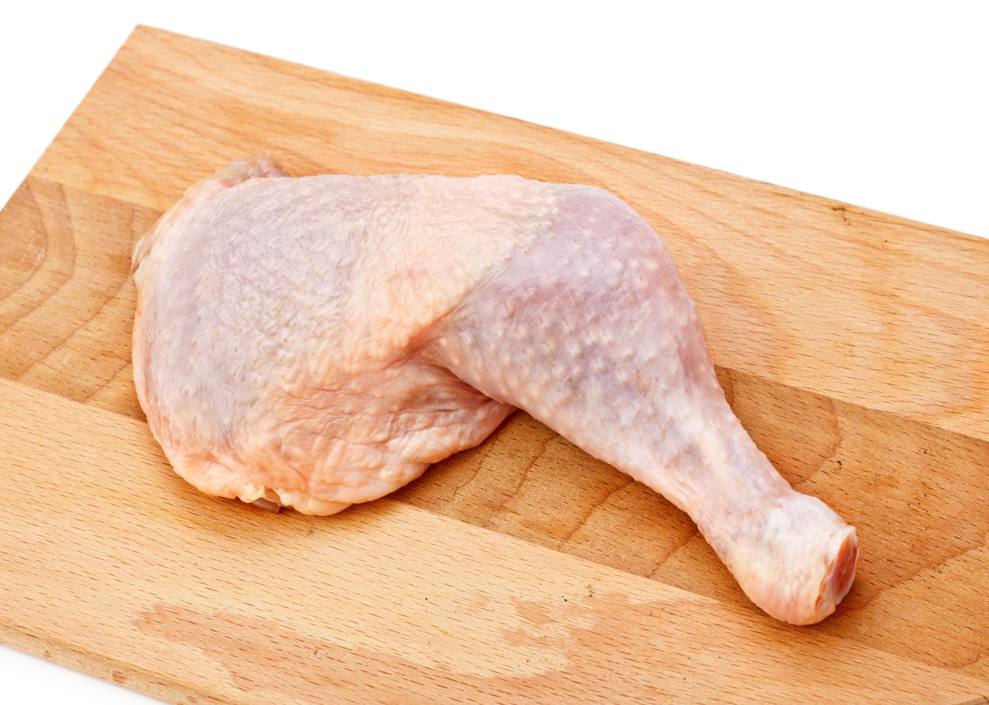 Rendimento de carcaça e cortes de frangos com oferta alimentar equalizada