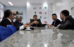 Comitiva chinesa interessada em carne de frango visita SC
