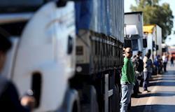 Greve de caminhoneiros aprofunda crise do setor de proteína animal