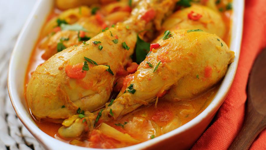 Coxas de frango ao curry