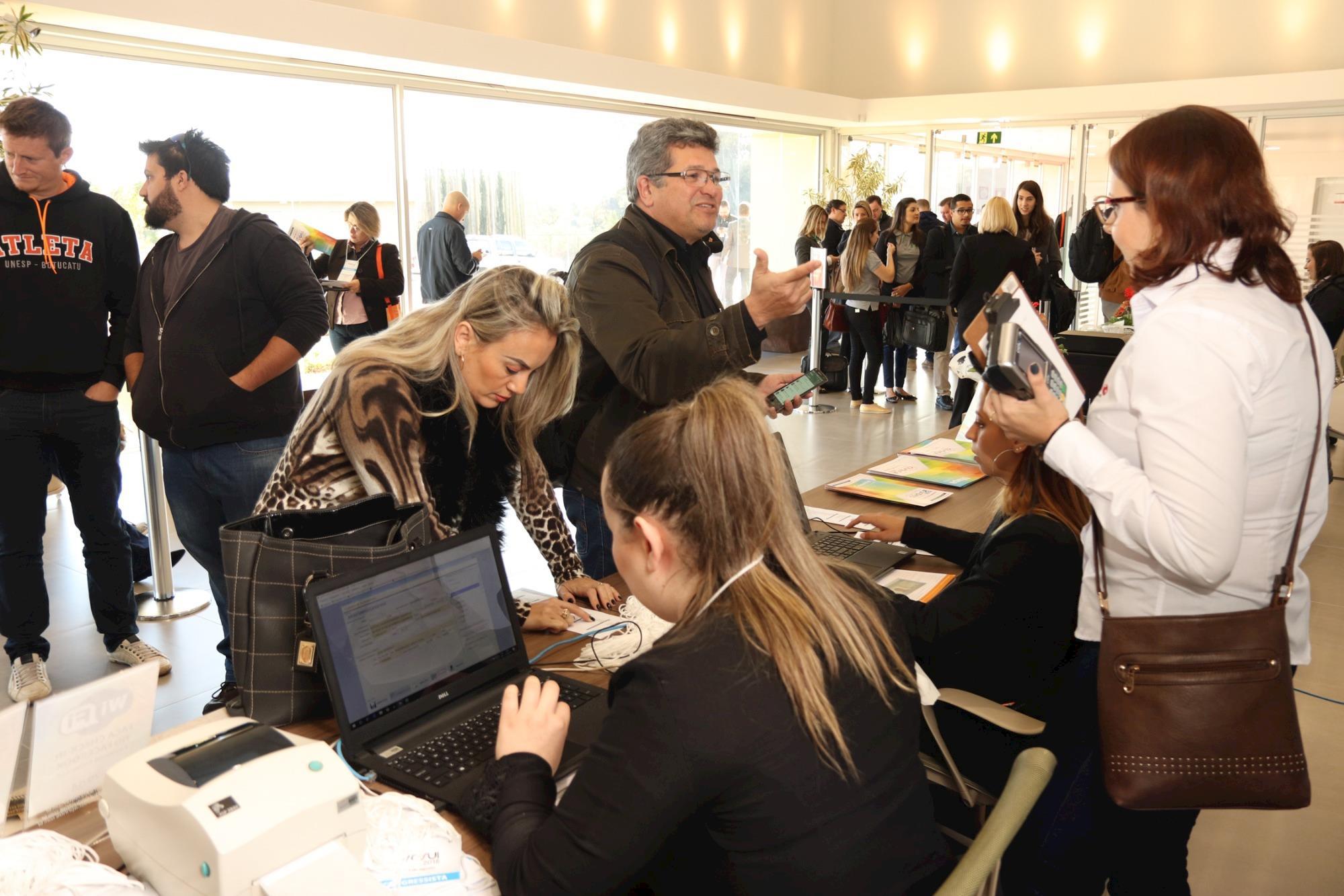 Confira imagens da AveSui 2018, que reúne grande público em Medianeira