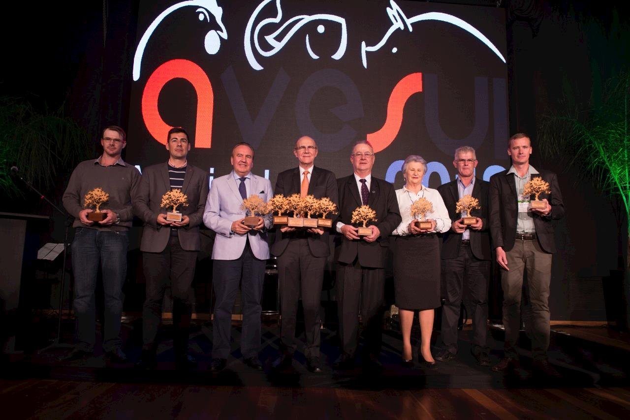Cerimônia do Prêmio Quem é Quem 2018 coroa as melhores e maiores cooperativas