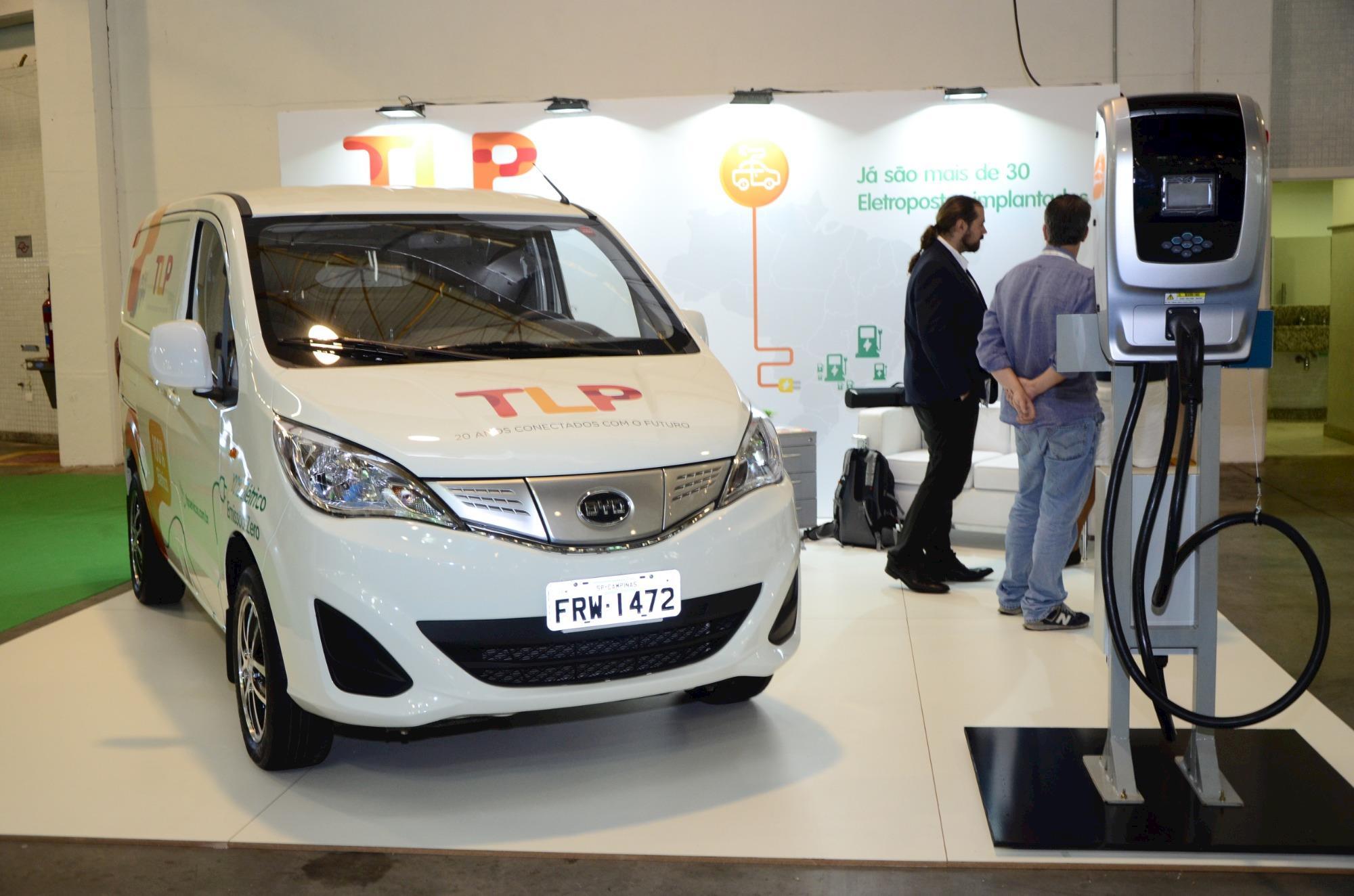São Paulo recebe exposição de veículos elétricos com diferentes testes para o público