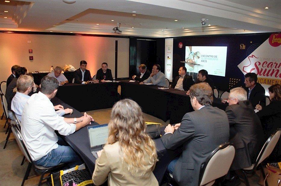 Diretoria da ABCS debate o uso da ractopamina na suinocultura brasileira