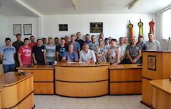 Associados assinam contrato para financiamento de núcleo de produção de aves da Dália