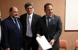Embrapa e Sindan assinam acordo para pré-análise de produtos veterinários