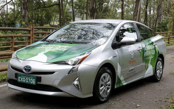 Toyota apresenta primeiro veículo híbrido flex com etanol