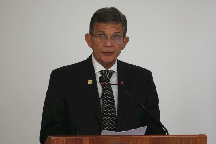 Ex-ministro da Defesa Silva e Luna é nomeado diretor da Itaipu