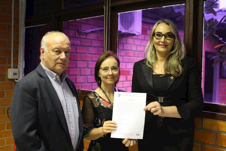 Luciane de Cássia Surdi assume presidência da Cidasc