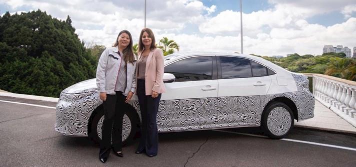 Toyota anuncia o primeiro veículo híbrido e flex do mundo