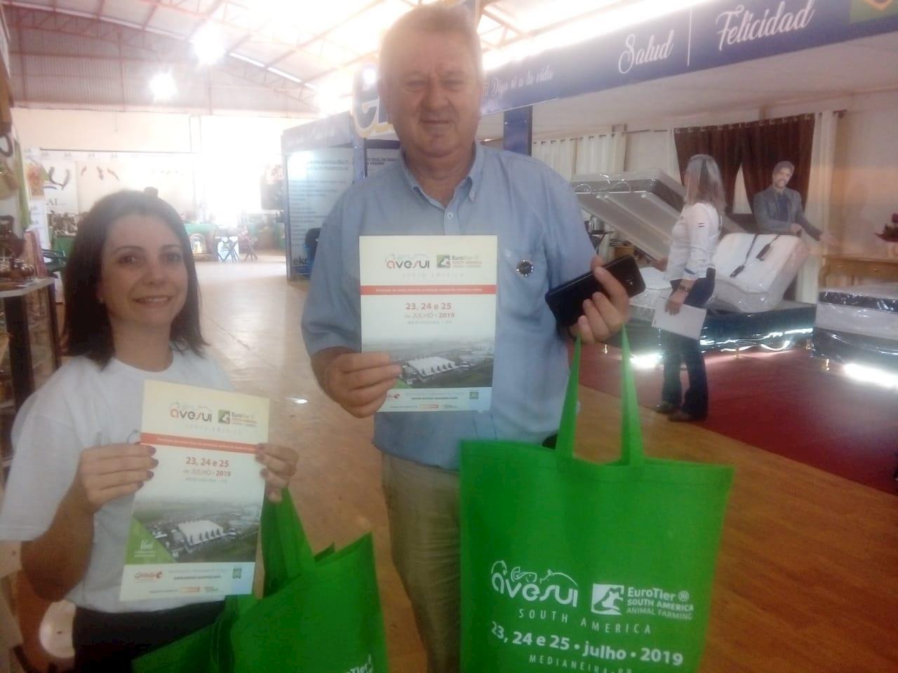 Equipe Gessulli apresenta novidades sobre a AveSui EuroTier na Expo Santa Rita no Paraguai