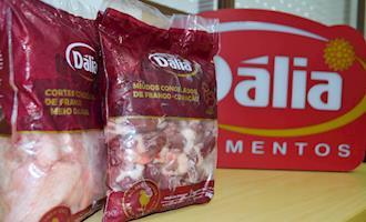 Cooperativa produz frango de olho no mercado externo