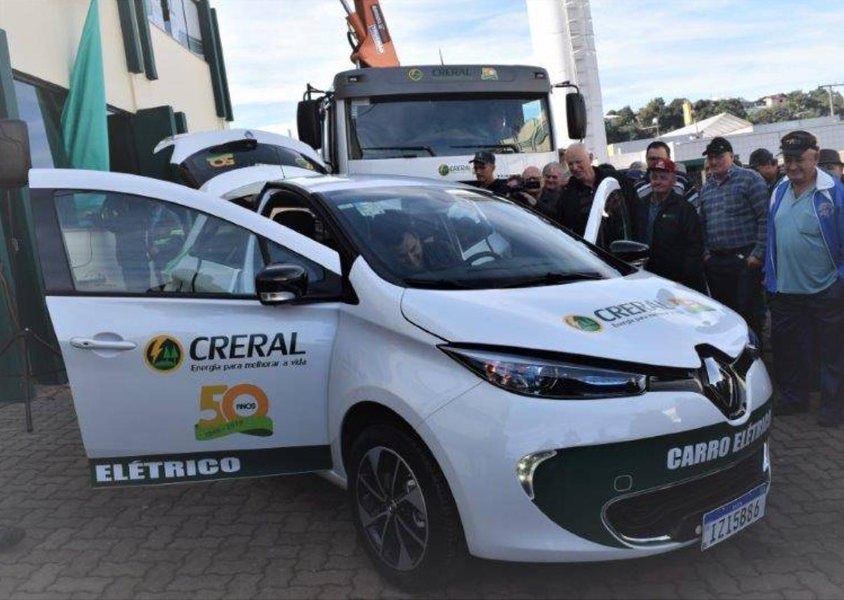 Cooperativa inicia substituição de frota por carros elétricos
