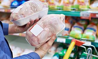 Preços do frango e do ovo tiveram queda no ano, aponta índice supermercadista