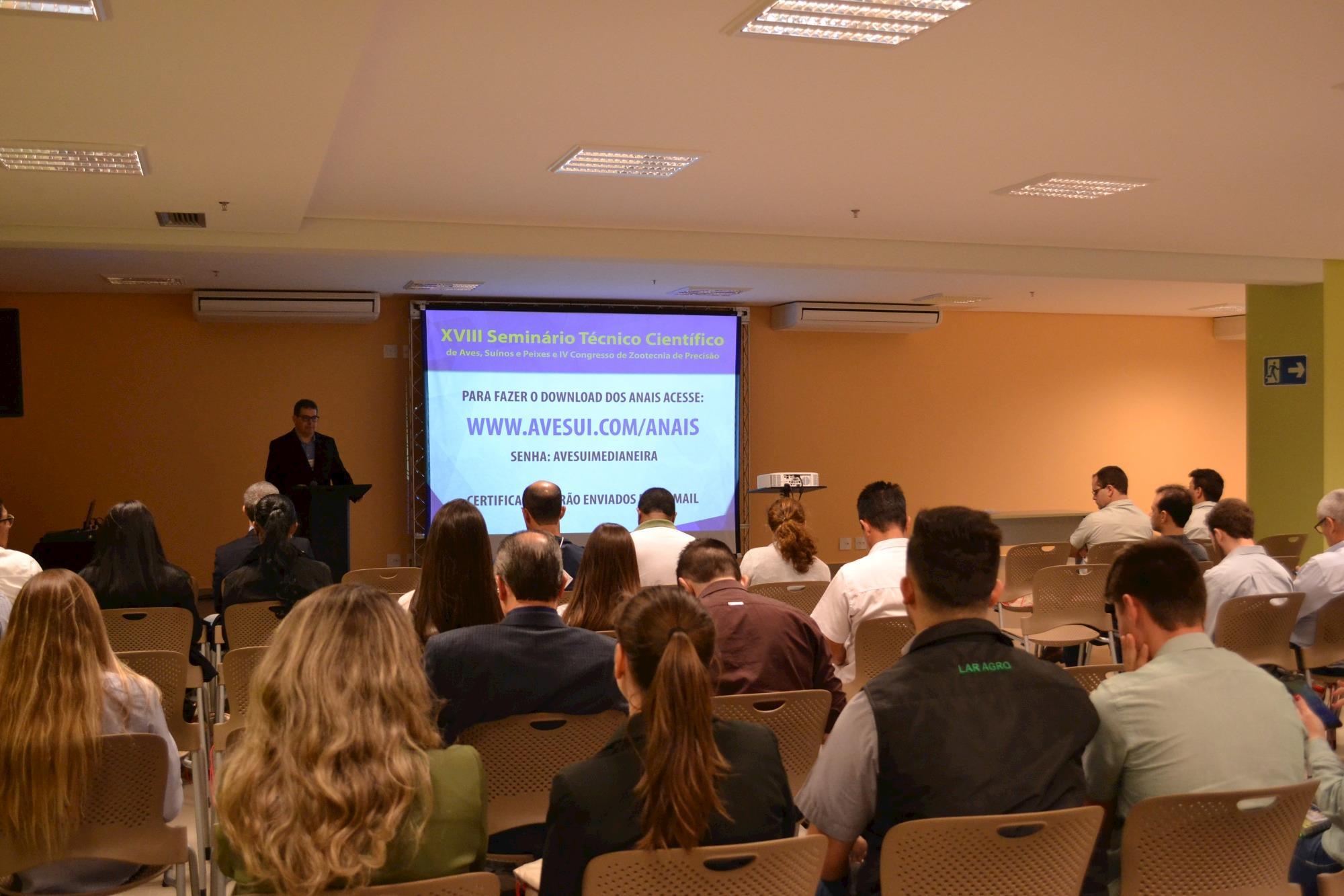Luizinho Caron, da Embrapa, trouxe panorama sobre a PSA no mundo