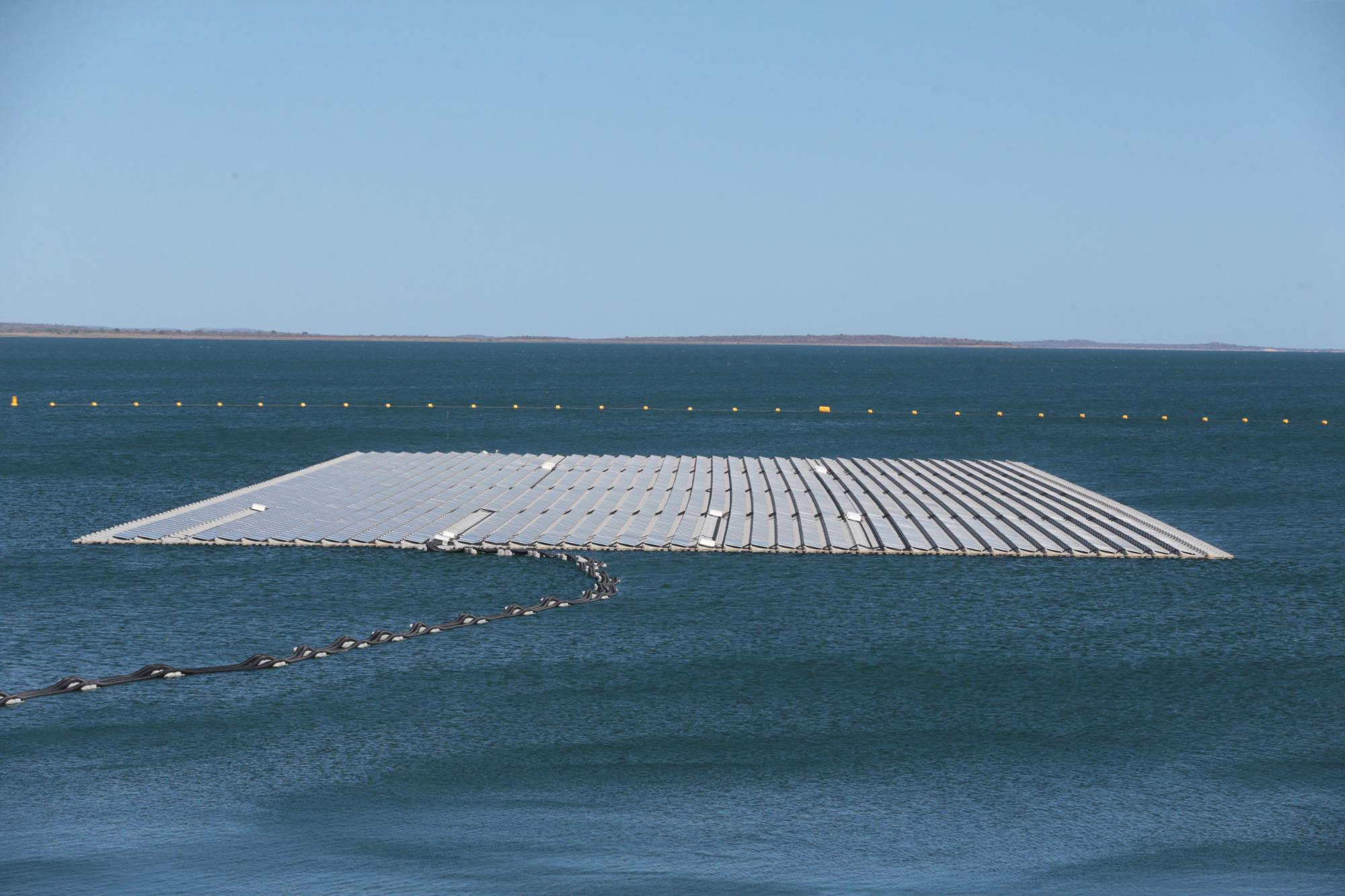 Nordeste inaugura usina solar flutuante