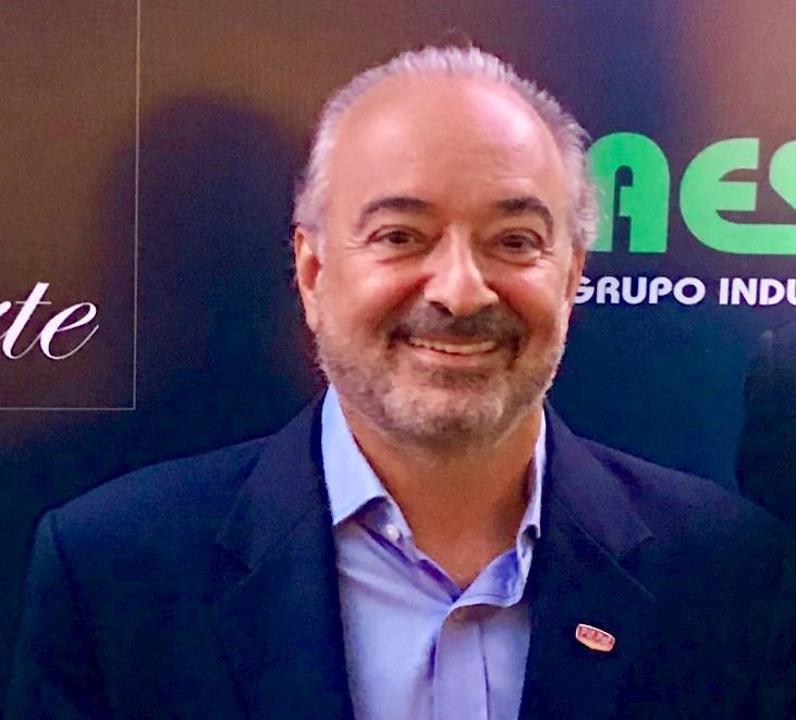 Luiz Carlos Mendes Costa, da Pif Paf, recebe Prêmio Carne Forte