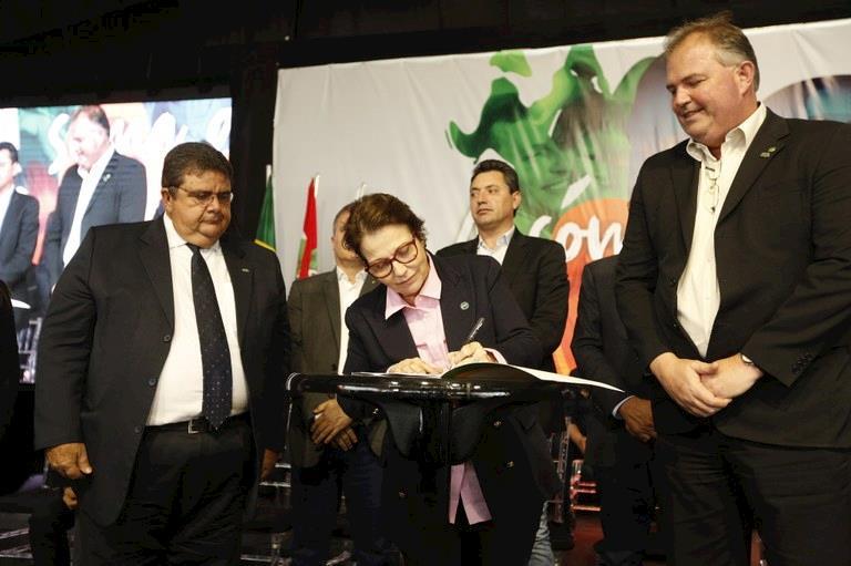 Mapa e OCB firmam acordo para promover intercâmbio e internacionalização de cooperativas