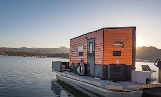 Pequena casa solar pode ser transportada por terra e por mar