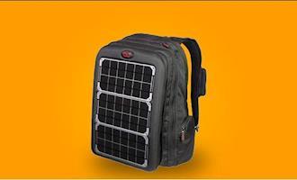 Designer apresenta mochila que carrega celular com energia solar