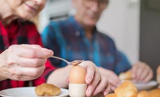 Sete benefícios dos ovos para a saúde dos idosos