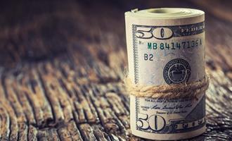 Dólar recua ante real com foco em exterior e dados de PIB