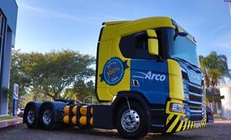 Scania entrega primeiro caminhão a GNV/biometano da região Sul para Grupo Charrua