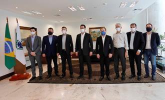 Governo quer atrair novos investimentos da JBS ao Paraná