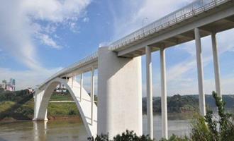 Dia histórico na fronteira: Ponte da Amizade reabre e anima negócios na região