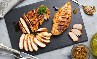 Avaliação sensorial de filés de peito de frangos com White Stripping marinados