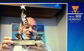 Luiz Carlos Mendes Costa, da Pif Paf, recebe Troféu Personalidade Empresarial