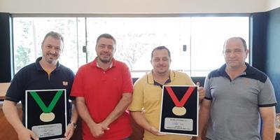 Cobb-Vantress premia Ad'oro por melhor desempenho em SP