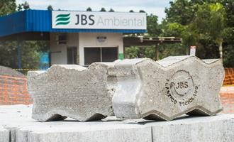 JBS cria piso ecológico a partir de plástico reciclado