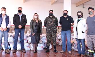 Castrolanda entrega cestas básicas e kits de higiene para instituições